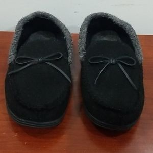 Isotoner men's black and gray bedroom slippers